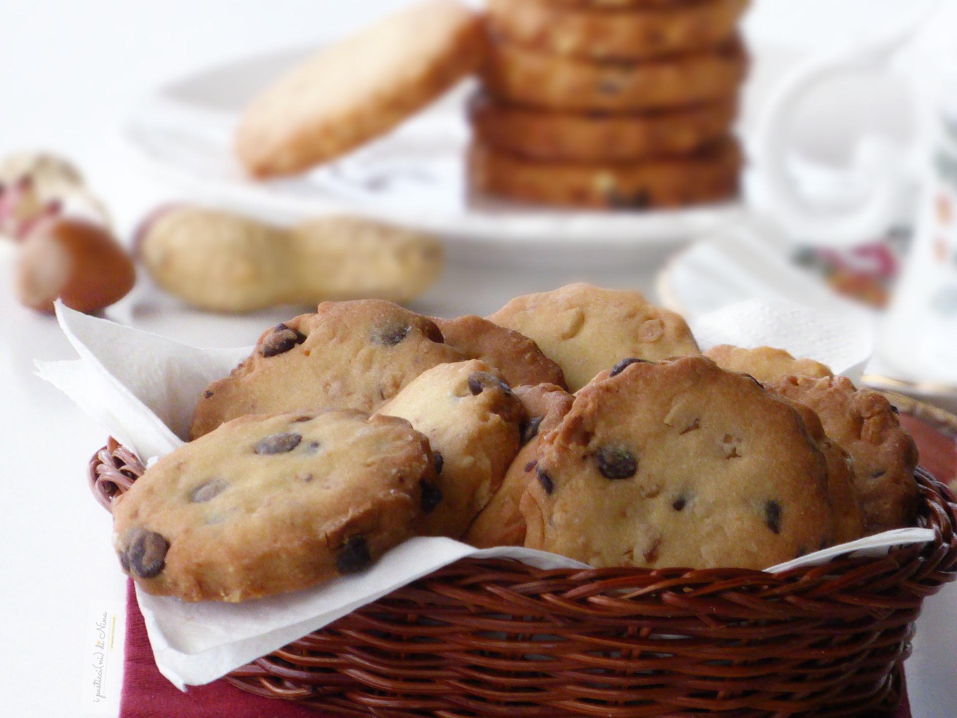 biscotti nocciole arachidi e cioccolato