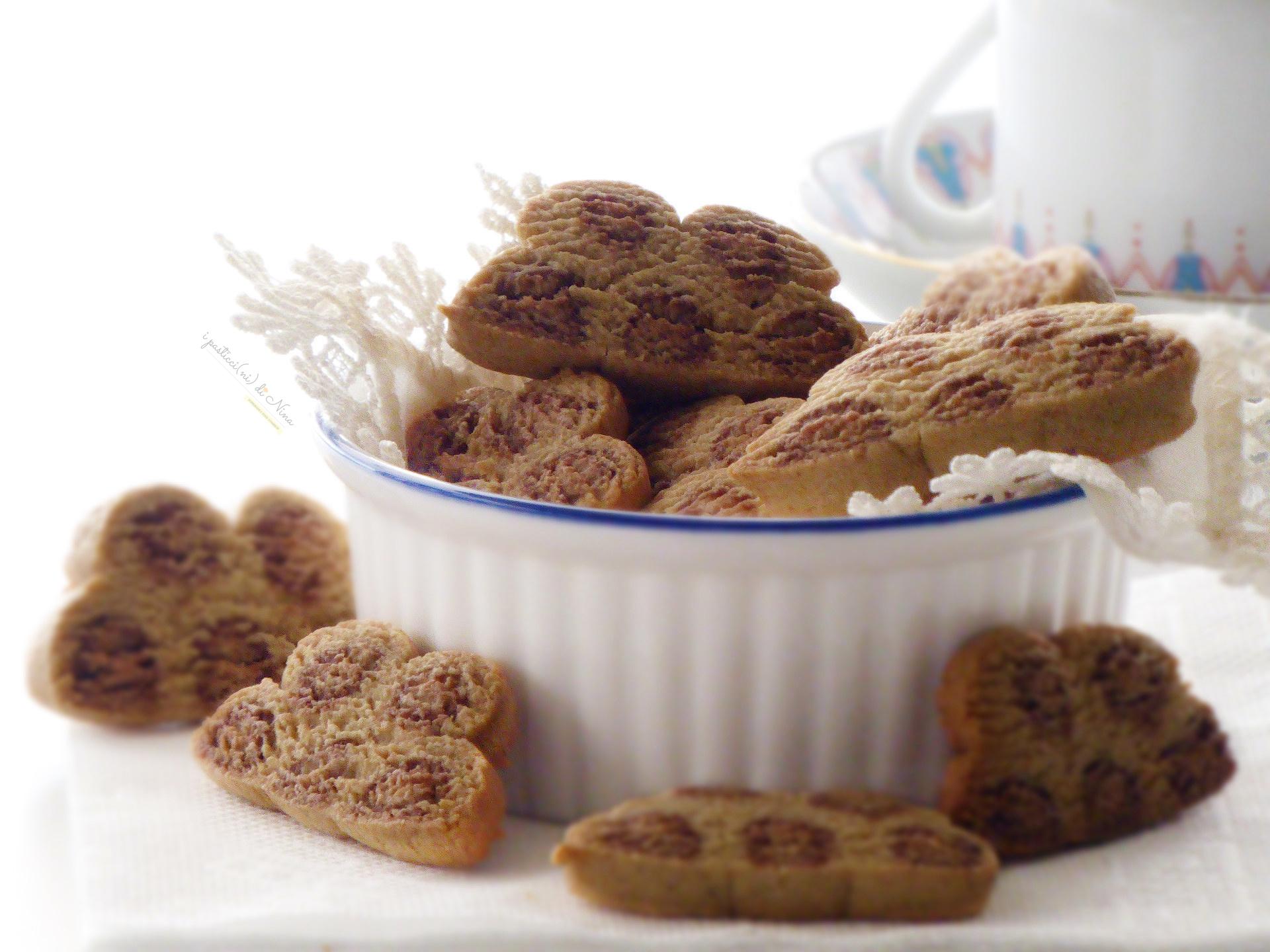 biscotti maculati con farina di avena e mandorle