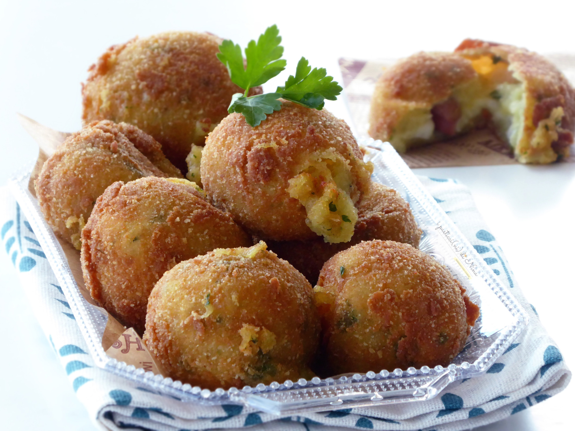 polpette di patate ripiene con patate senza uova nell'impasto