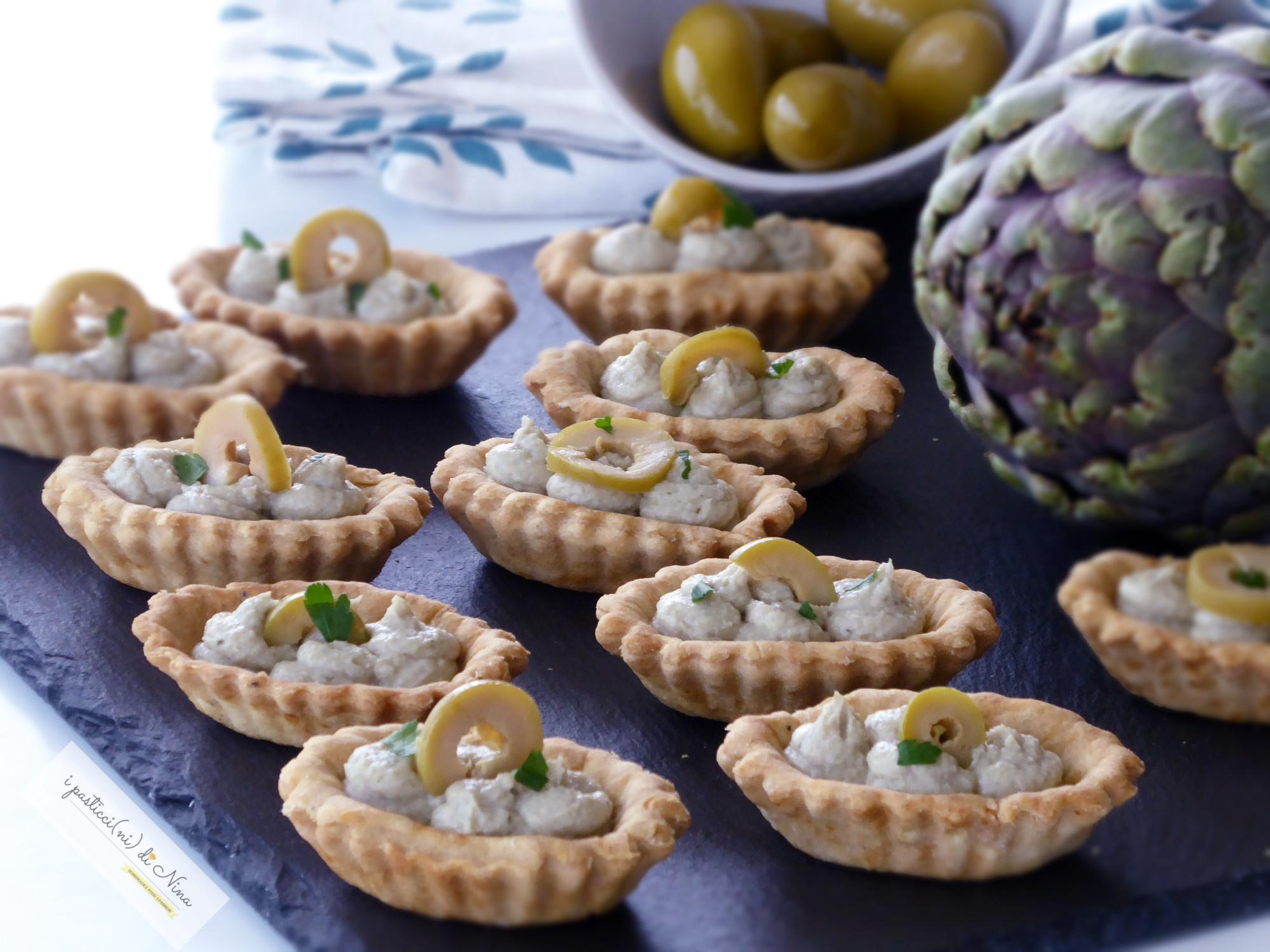 barchette con mousse di carciofi e olive verdi