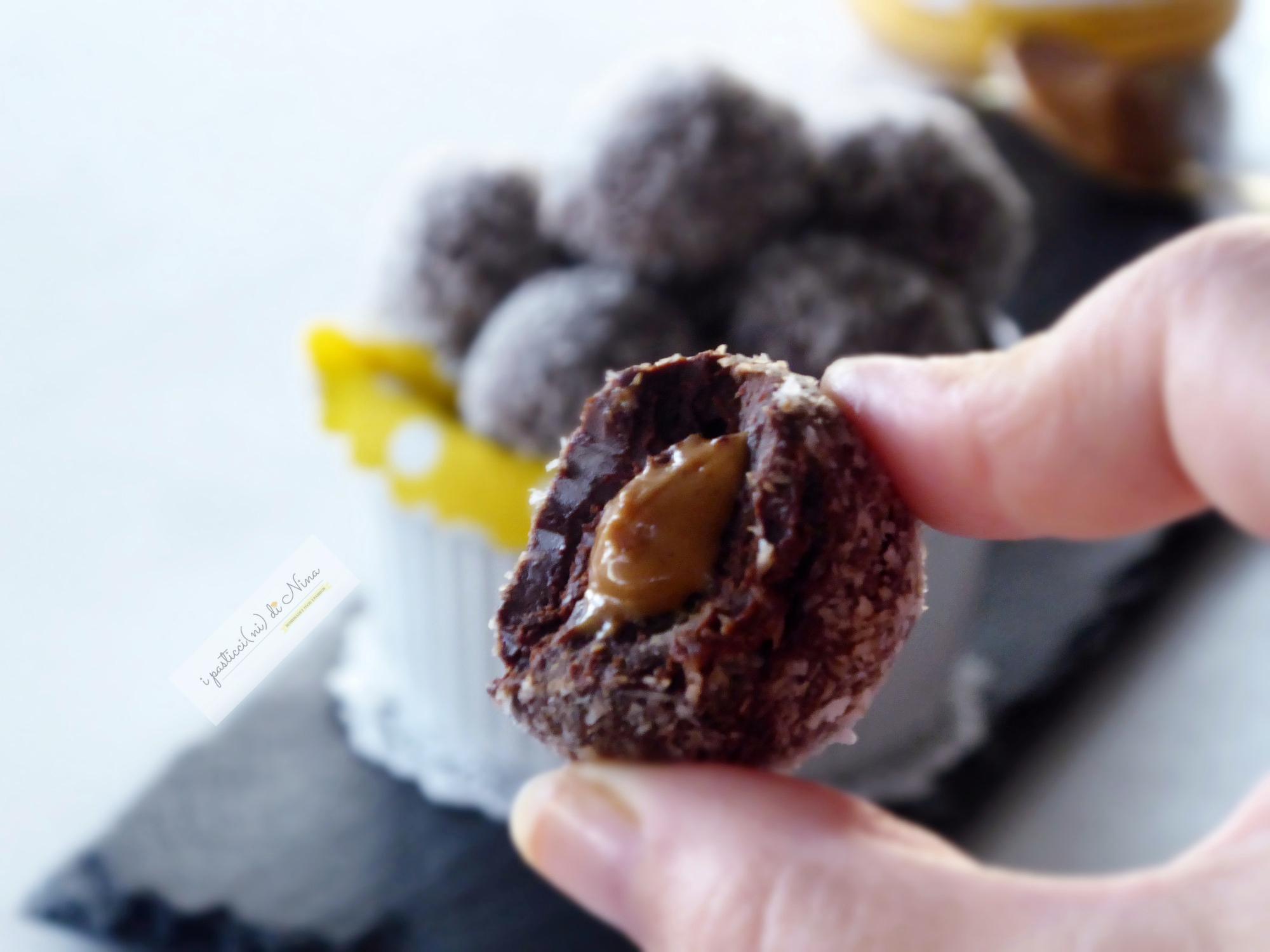 bon bon al cioccolato con burro di arachidi crunchy