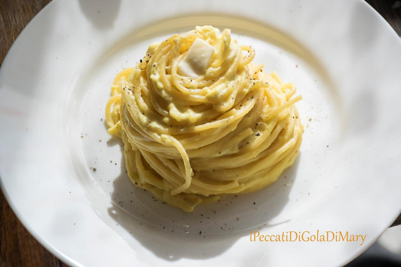 pasta, spaghetti di zucca e burrata
