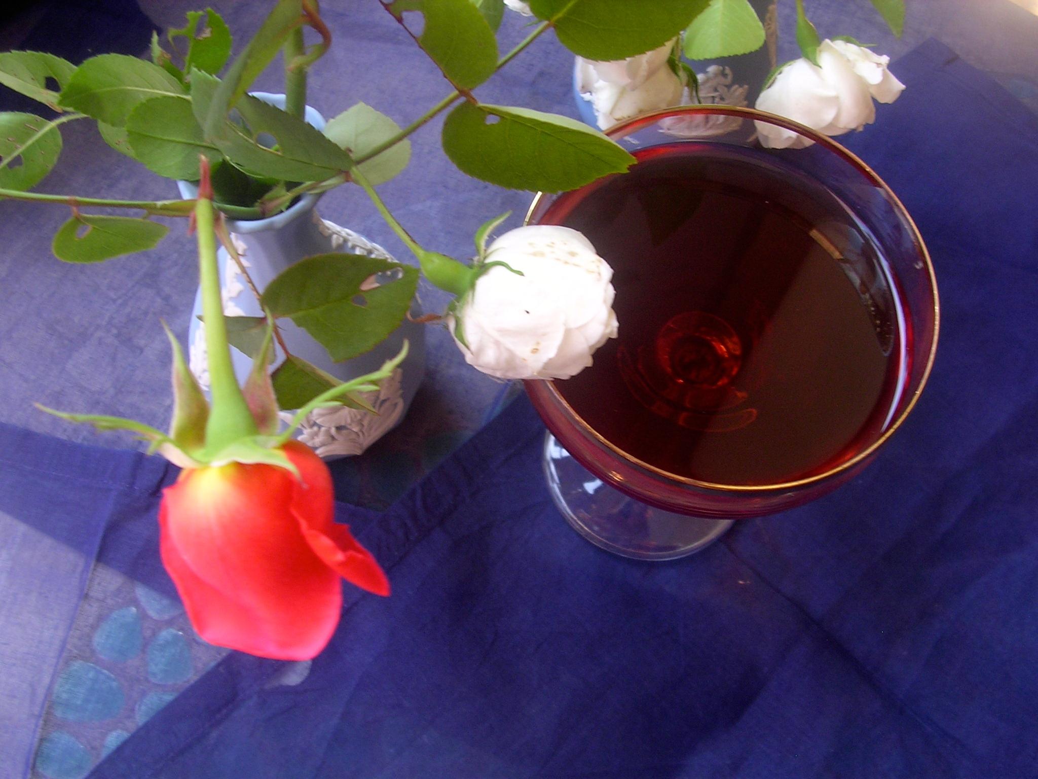 Come fare l'Acqua di Rose per dolci