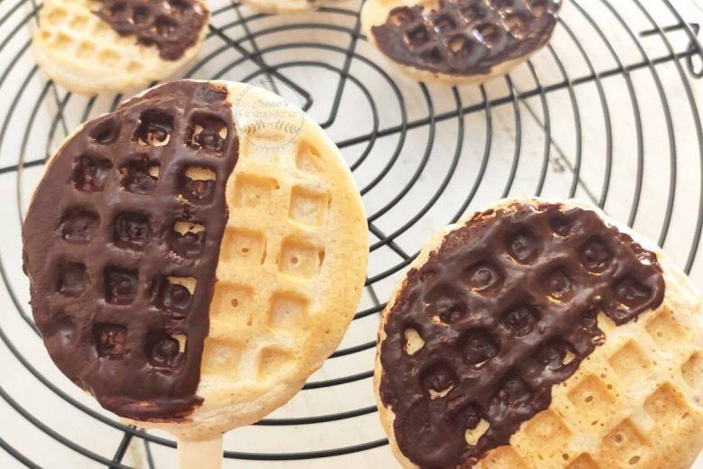 Mini waffle su stecco alla vaniglia e cioccolato