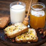 """""""7 Cibi Da Mangiare A Stomaco Vuoto""""…!!!  Latte, miele, frutta secca e anguria: questi alcuni degli alimenti che puoi consumare a stomaco vuoto senza sensi di colpa, anzi. Ti aiuteranno a mantenere il peso forma senza troppi sforzi."""