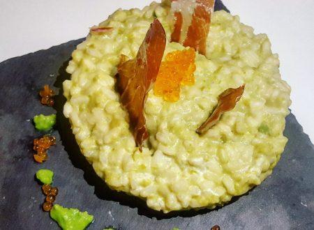 Risotto con crema di piselli, veli di jamon iberico, robiola e uova di trota