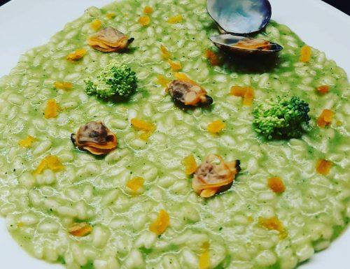 Risotto alla crema di broccoli, vongole veraci e bottarga