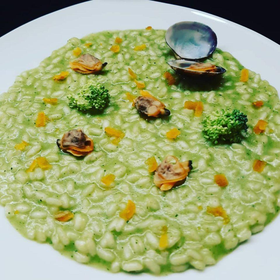 Risotto crema di broccoli vongole veraci bottarga