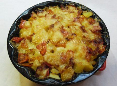 Teglia di patate, peperoni e pancetta