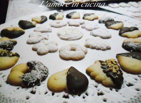 Biscottini alla vaniglia con la sparabiscotti