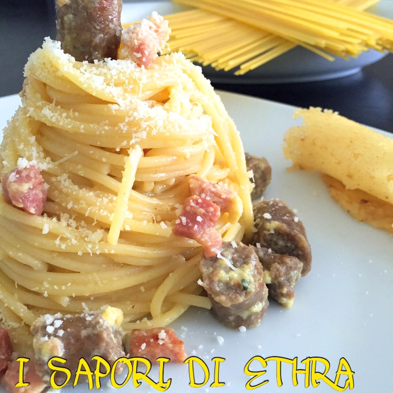 Spaghetti alla carbonara con salsiccia fresca