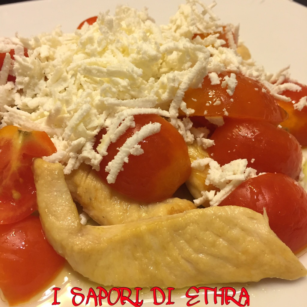 Tagliata di pollo con pomodorini e cacioricotta