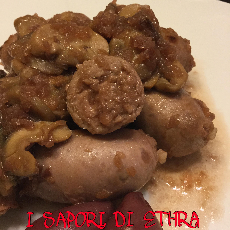 Salsiccia fresca funghi e cipolla rossa