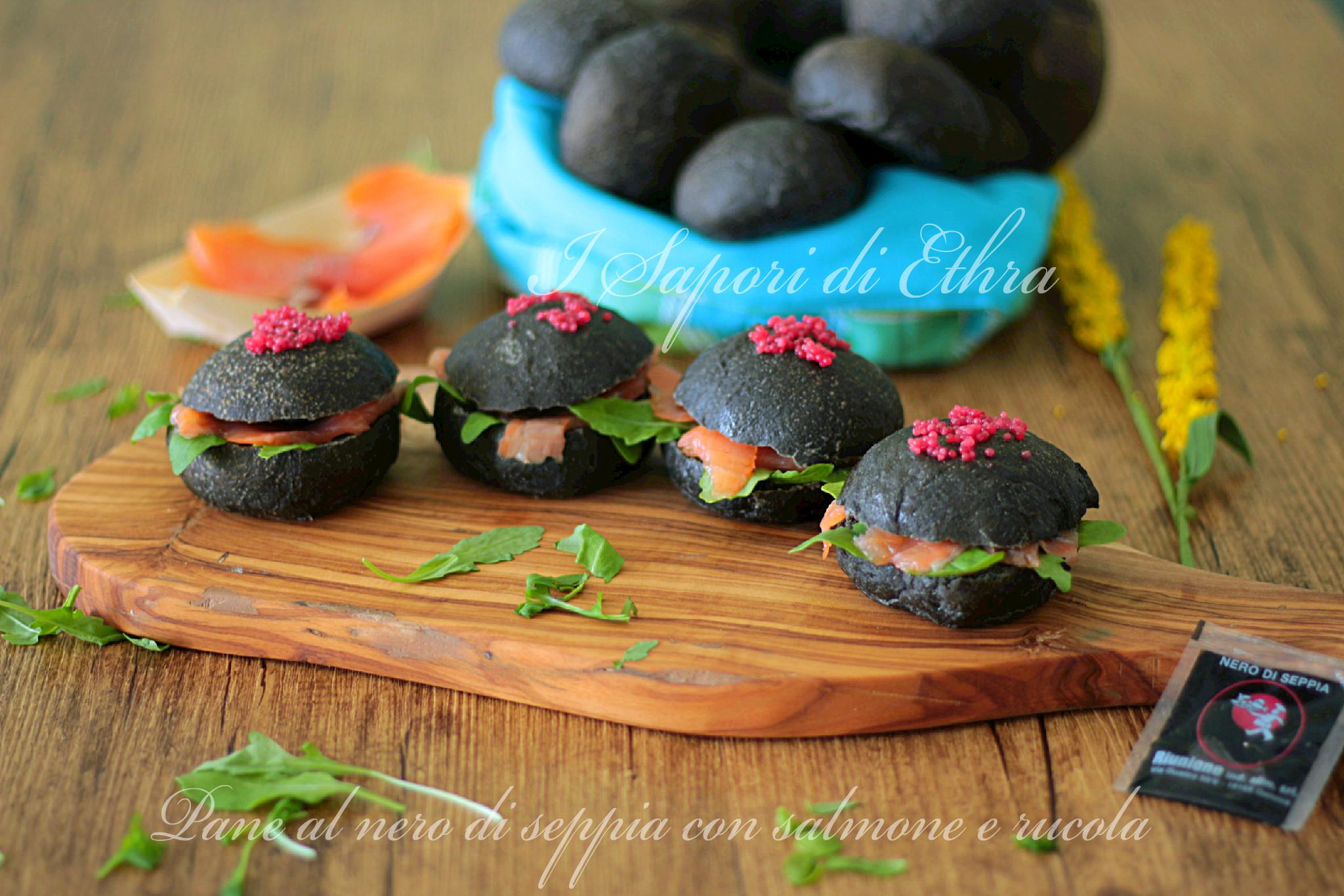Pane al nero di seppia con salmone e rucola - I Sapori di Ethra