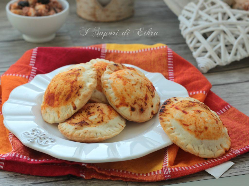 Pizzette veloci ripiene di macinato olive e mozzarella