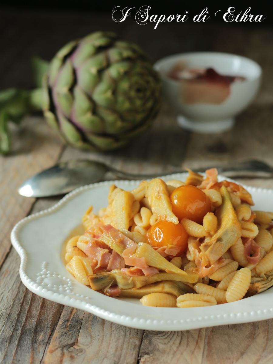 Pasta ai carciofi pomodorini e speck
