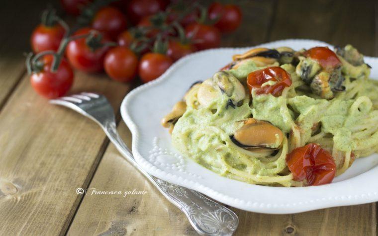 Spaghetti cozze tarantine e crema di zucchine