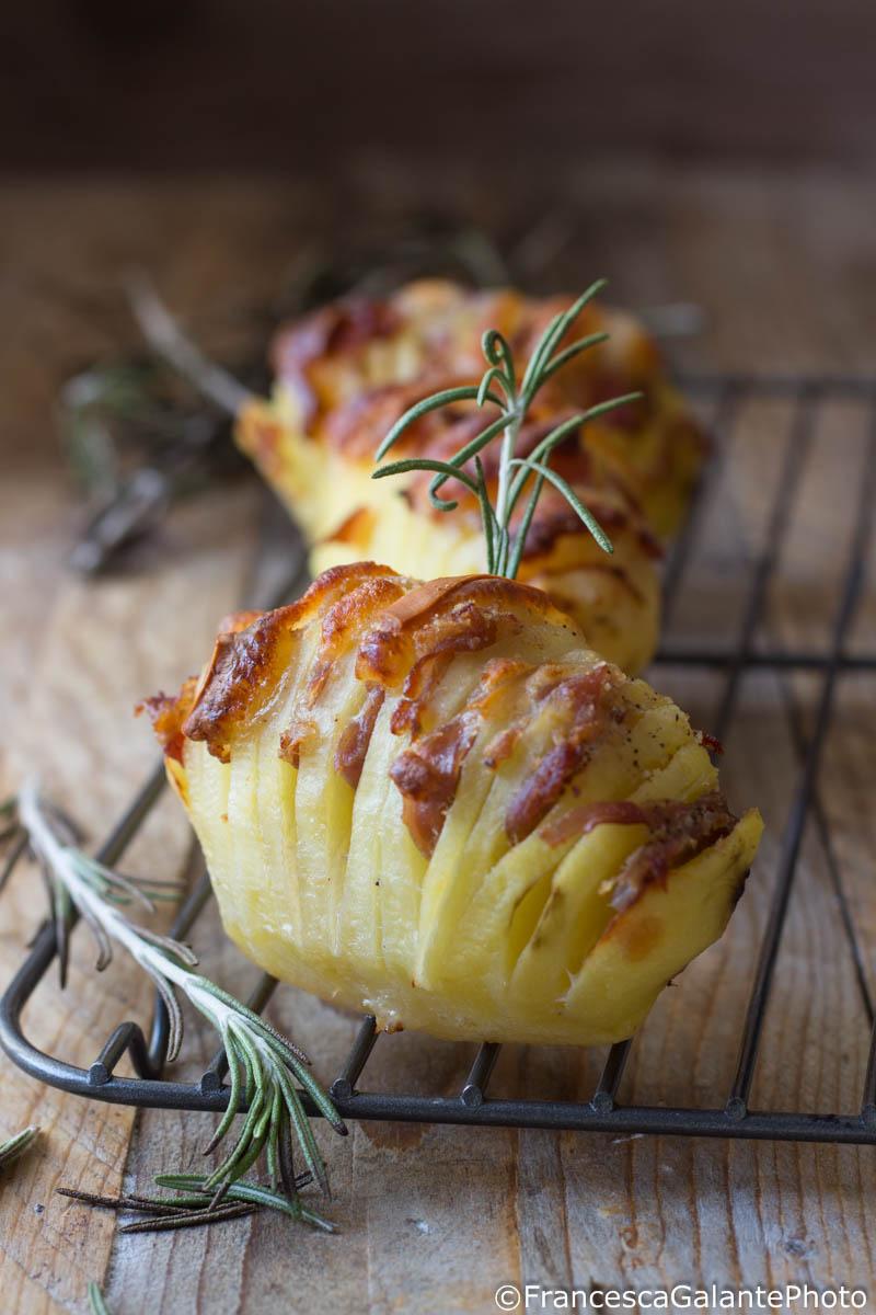 Patate Hasselback con pancetta e scamorza