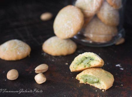 Biscotti semplici e veloci con crema di pistacchio