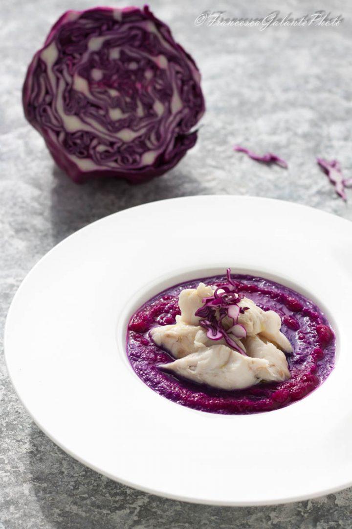 Filetto di persico su crema di cavolo viola