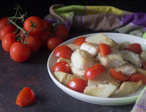 Filetto di persico al forno con carciofi e pomodorini