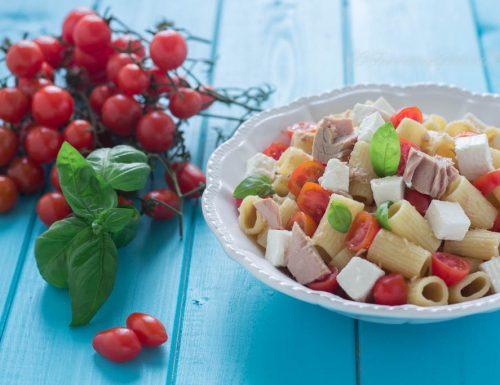 Pasta in insalata con ricotta tonno e pomodorini