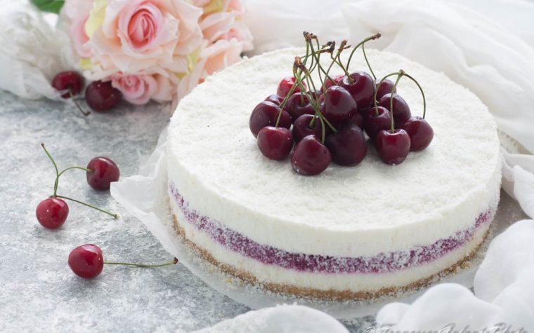 Cheesecake cocco e gelèe di ciliegia senza cottura