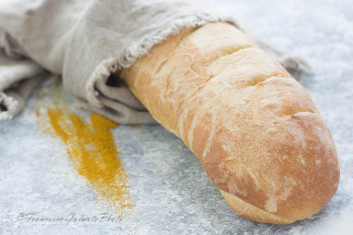 Pane giallo allo zafferano fatto in casa