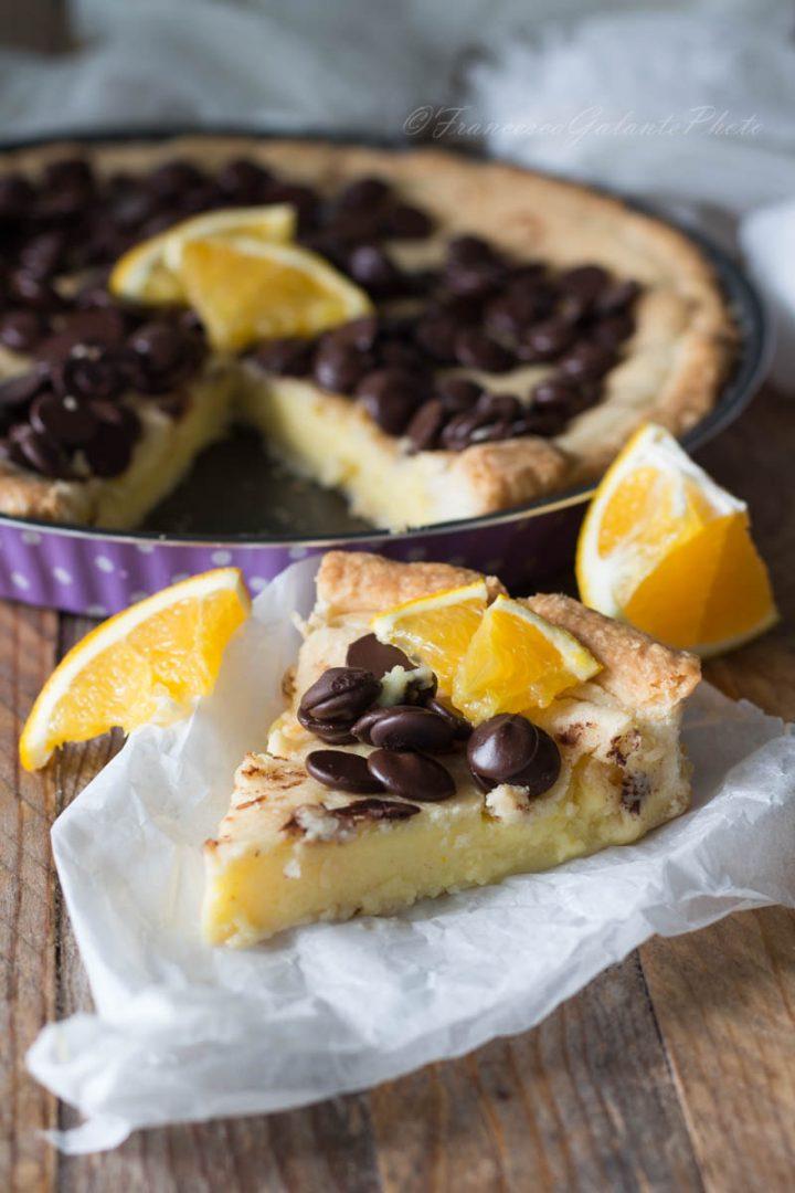 Torta della nonna con crema all'arancia e cioccolato