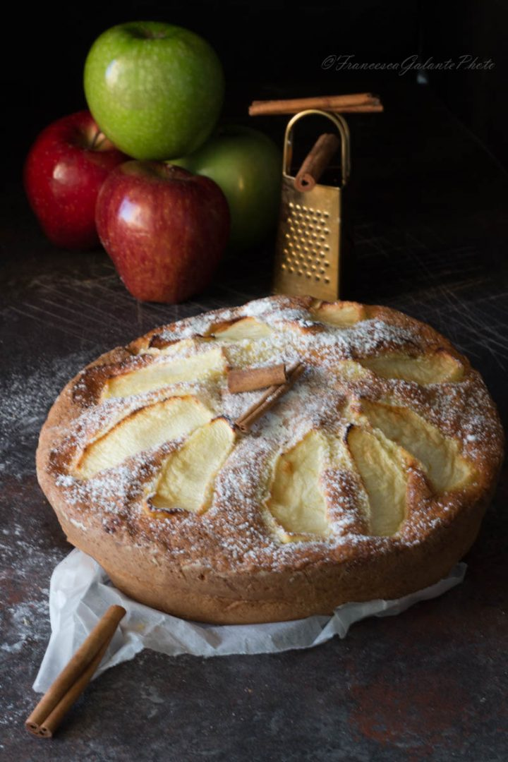 Torta di mele frullate morbida e alta