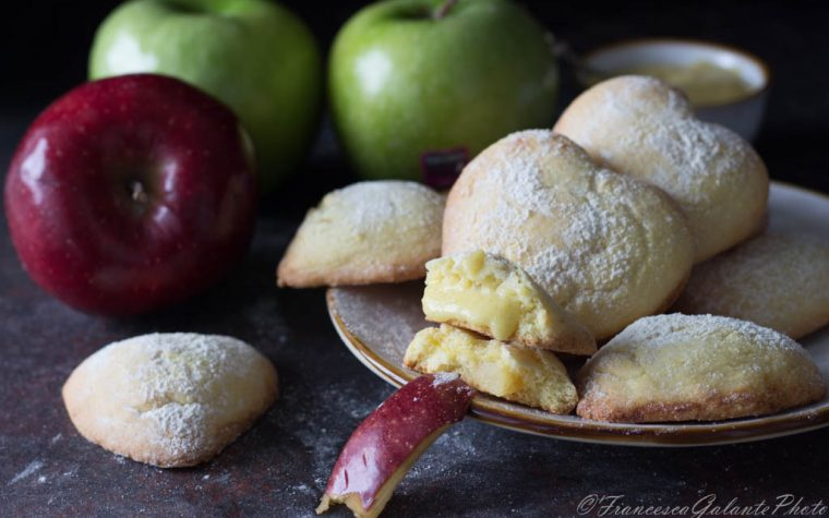Biscotti golosi ripieni di crema alla mela