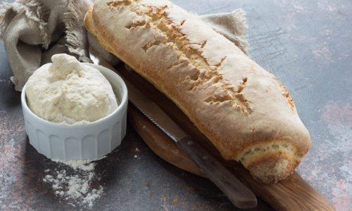 Filone di pane con esubero di lievito madre
