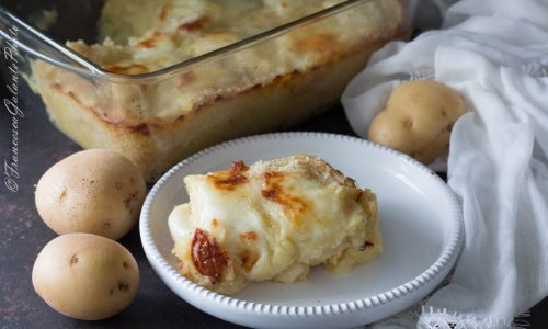 Pizza di patate pugliese con pomodori secchi