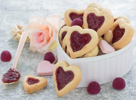 Biscotti San Valentino con cuore ai lamponi