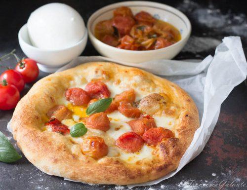 Pizza con pomodori scattarisciati con  3g. di lievito