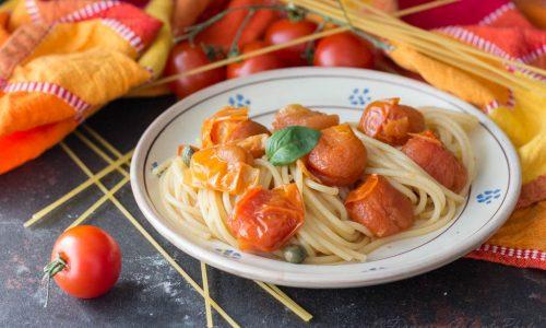 Spaghetti pomodoro e capperi gustosi e leggeri