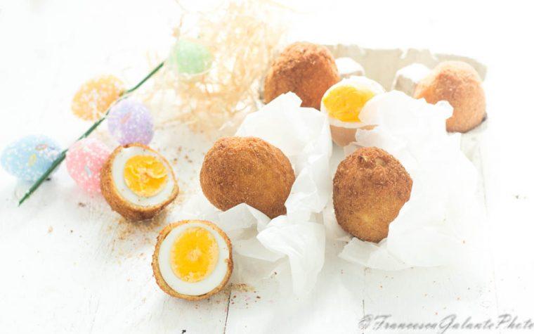 Uovo impanato e fritto ricetta pasquale