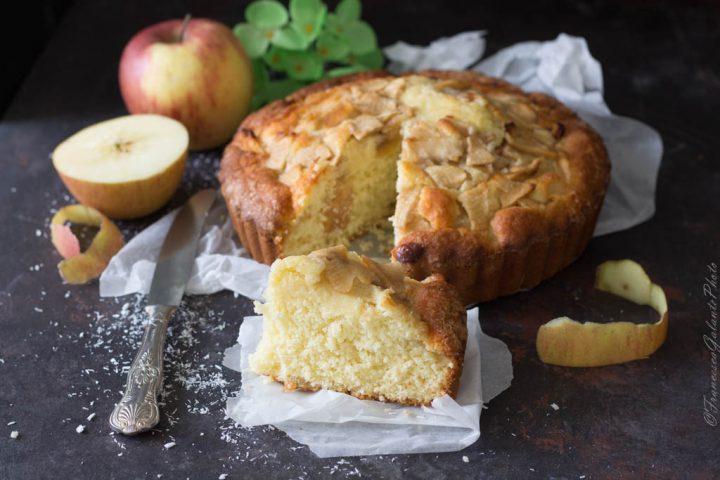 Torta di mele e cocco soffice e alta