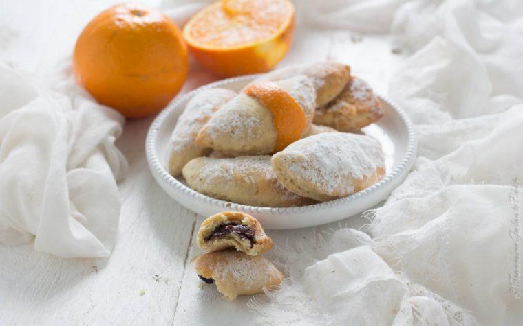 Biscotti di ricotta farciti con crema nocciolata