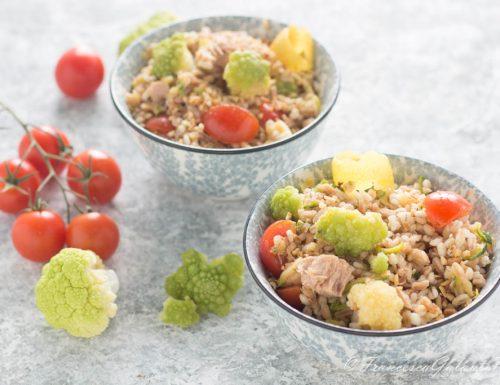 Insalata di cereali con broccoli tonno e pomodori