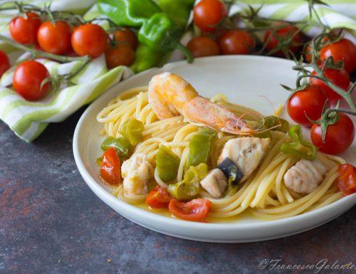 Spaghetti con pesce spada gamberi e friggitelli