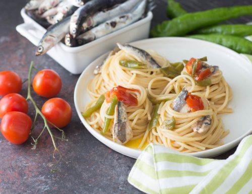 Spaghetti con alici pomodorini e friggitelli