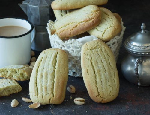 Biscotti con crema di pistacchio inzupposi