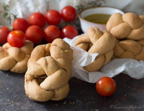 Ricetta taralli pugliesi al pomodoro intrecciati
