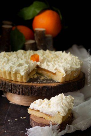 Crostata farcita con chantilly e marmellata di arance