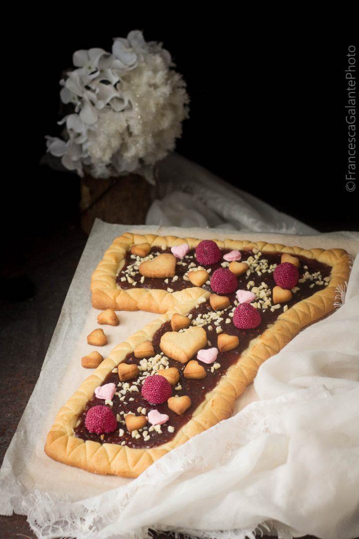 Torta pasta frolla Massari a forma di numero.
