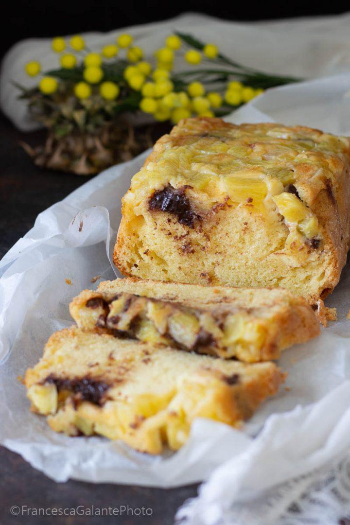 Plumcake veloce con ananas fresco e cioccolato