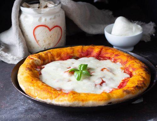 La pizza margherita con cornicione di ricotta