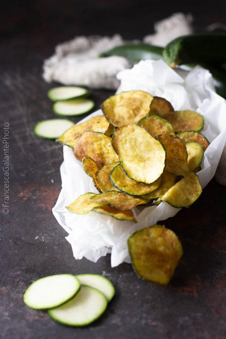 Zucchine chips fritte e al forno