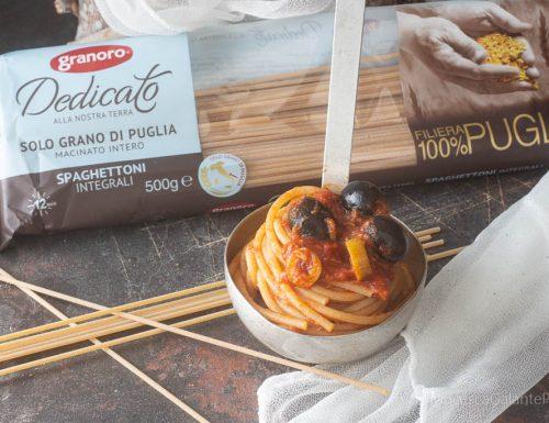 Spaghetti al sugo di tonno olive e capperi